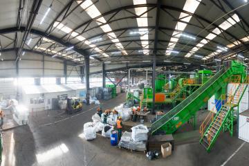 Vizită de lucru la cea mai mare fabrică  de reciclare a deșeurilor de echipamente electrice și electronice GreenWEEE International din Buzău,  România